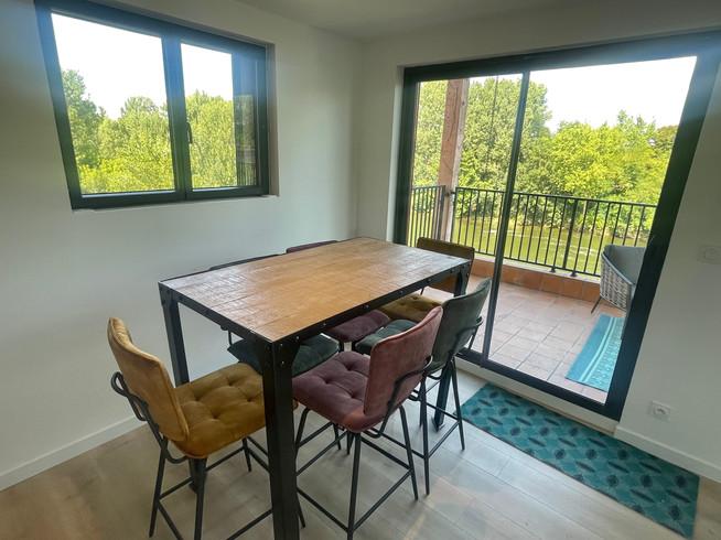 Table hall terrasse.jpg
