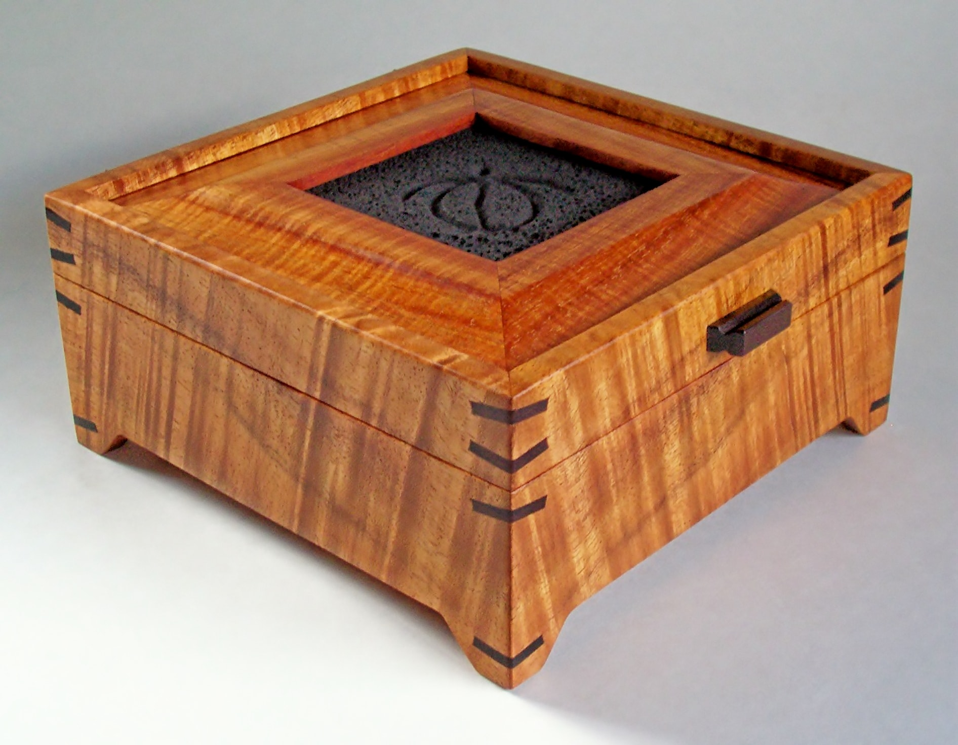 Footed Koa Box with Turtle Tile