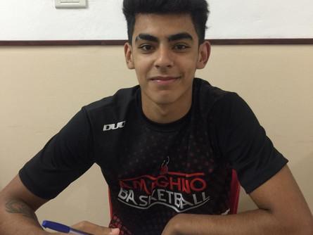 """El """"Tucu"""" firmó su primer contrato profesional con el León"""