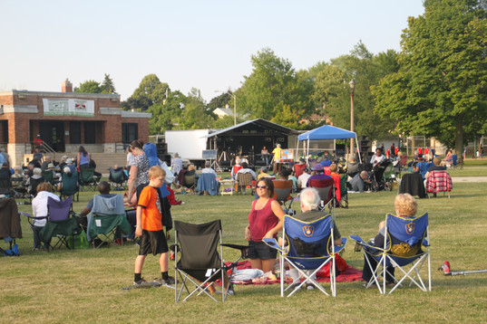 Concerts on the Green crowd