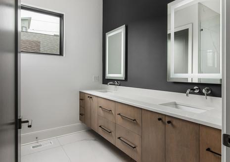 1211A Tremont Master Bath.jpg