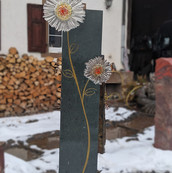 Blumen-Stele.jpg