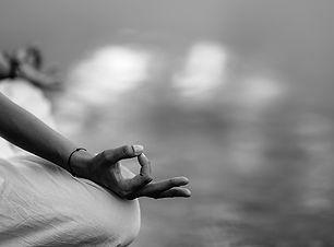 mindfulness-and-meditation-yoga-woman-de