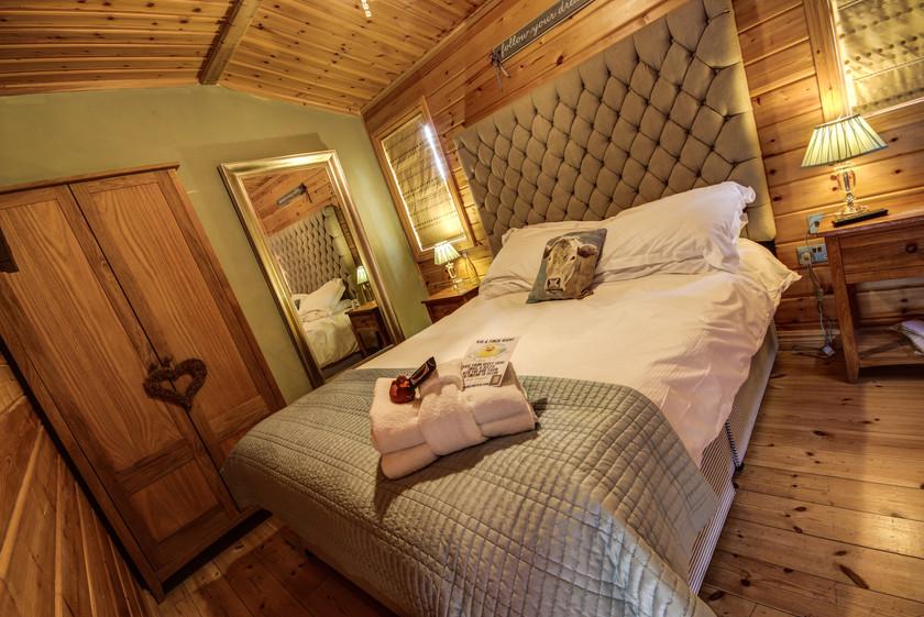 Flurie Log Cabin