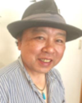 かわのたかひろ、愛知県立芸術大学出身、職業画家、抽象表現主義の様式に近い