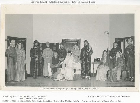 Christmas_Pageant_Class_of_1943.jpg