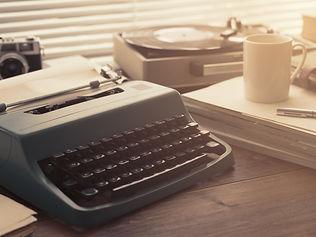 writer-and-journalist-vintage-desktop-wi