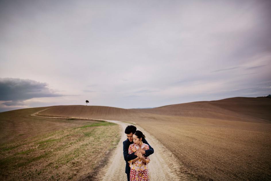 servizio fotografico di coppia nelle crete senesi