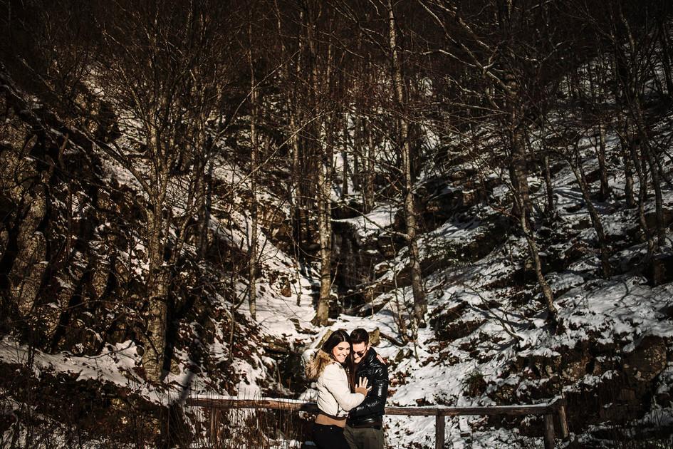 ritratto di coppia nella neve