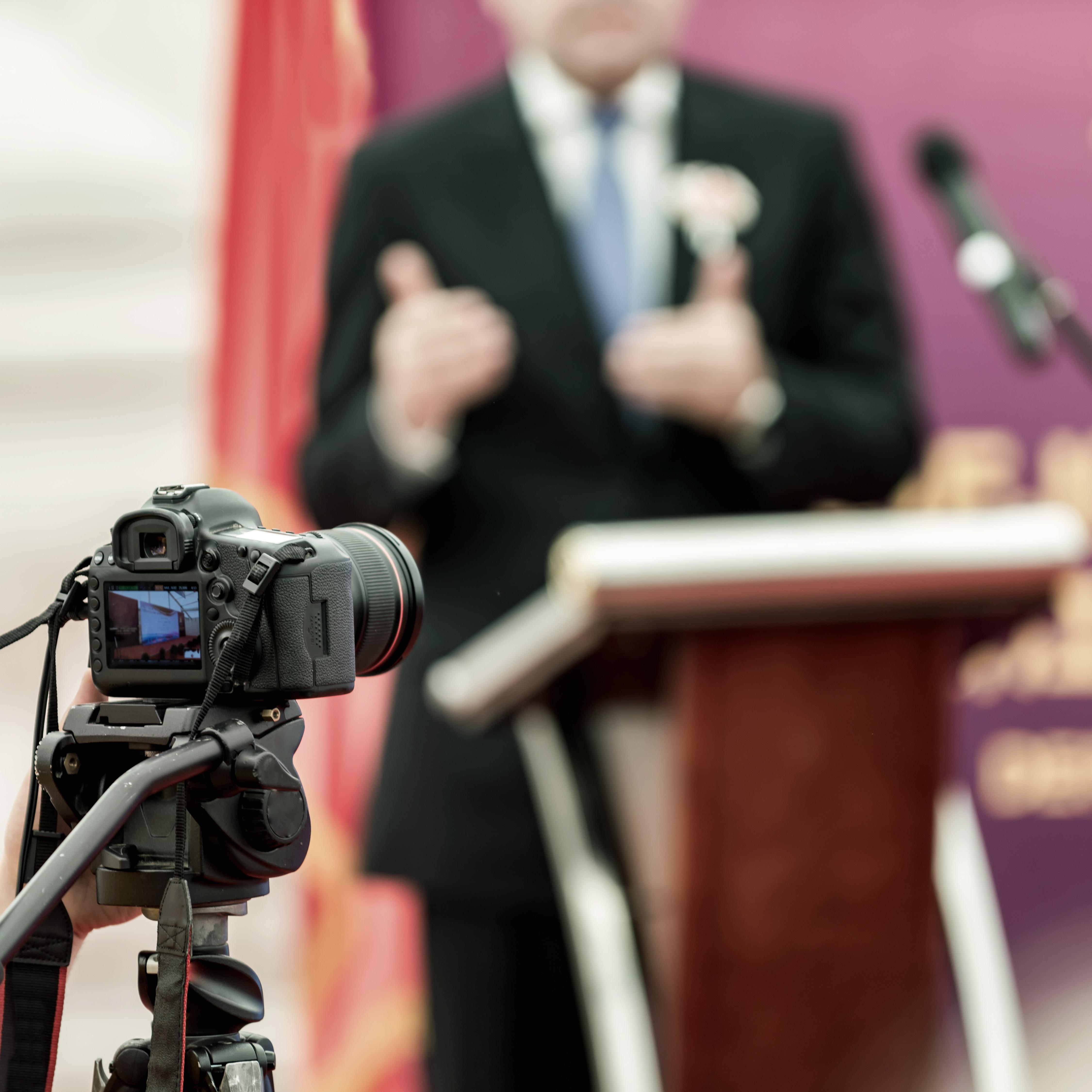 On-stage Speech Performance