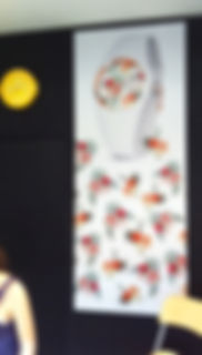 cadre mural avec visuel interchangeable textile, decoration murale toile tendue,  chassis textile toile , decoration magasin,wall fram decoration