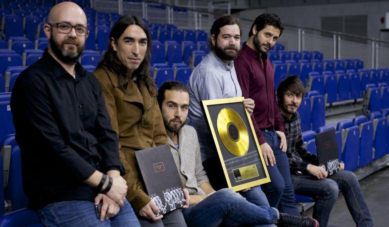 Vetusta Morla recibiendo su disco de Oro por su Álbum La Deriva