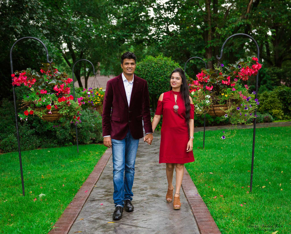 family photography poses outdoor couple shoot love