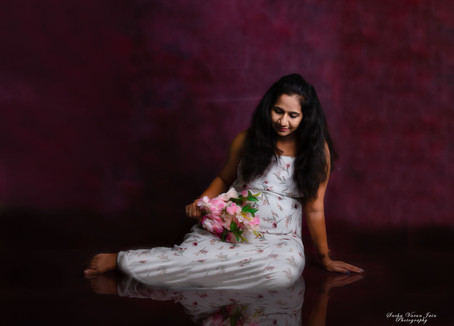 maternity photography pregnancy new mom trimester reflection white flower smile