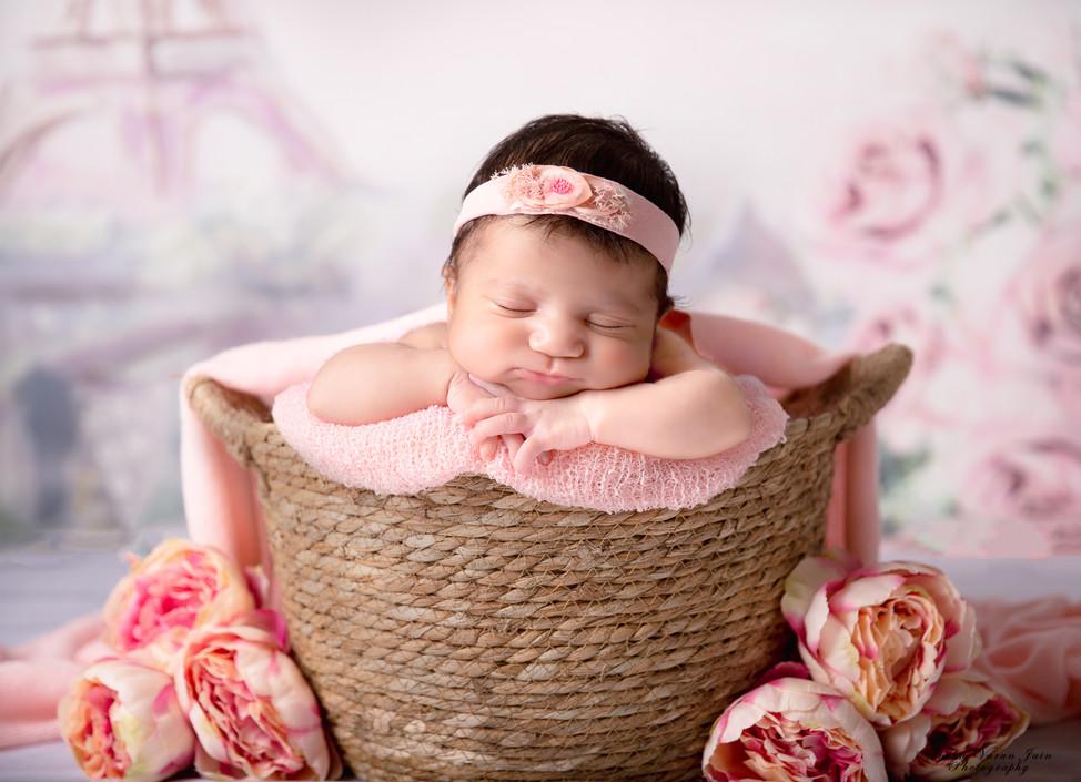 newborn photography chennai baby cute pose portrait paris theme eiffel tower pink hands on chin