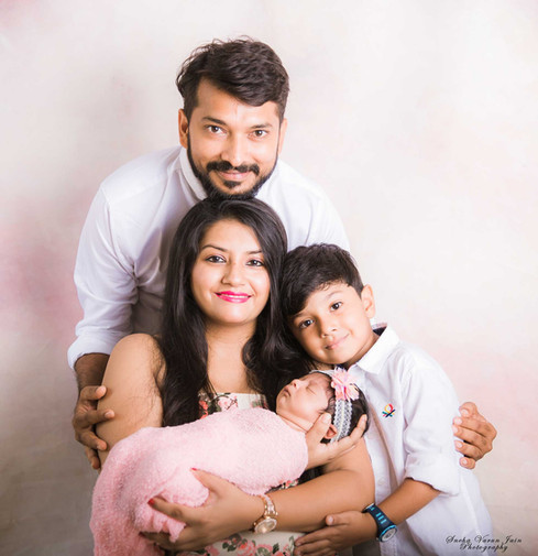 family photography newborn poses parents sibling