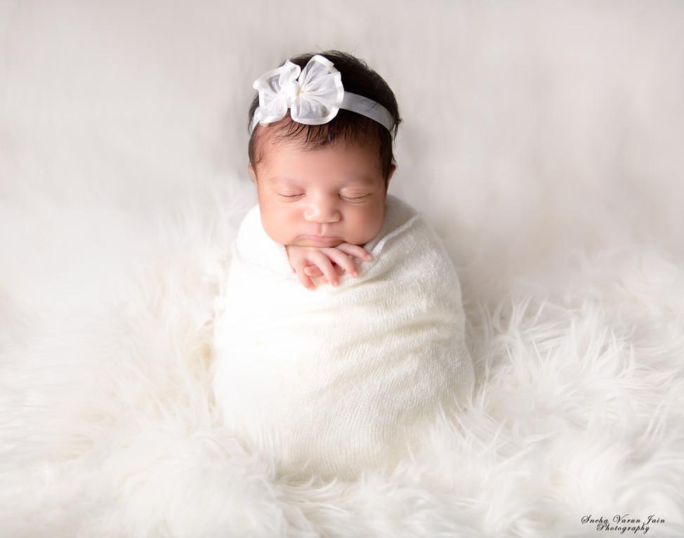 newborn photography chennai baby cute pose portrait beanbag white hands on chin