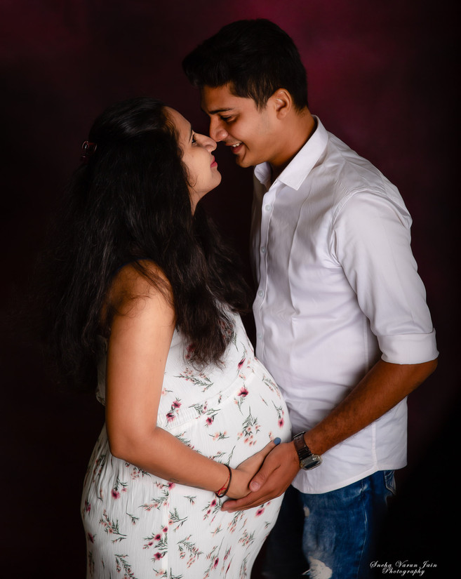 maternity photography pregnancy new mom trimester couple love bond happy waiting smile
