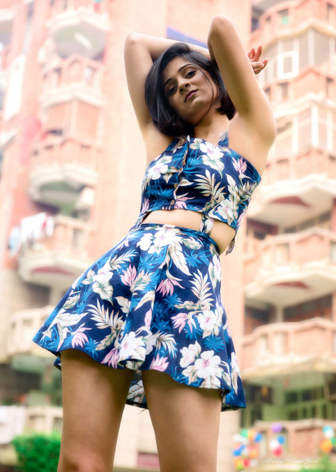 fashion photography pose style model portrait sakshi gupta metro casual