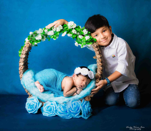 newborn photography chennai baby cute pose portrait dreamcatcher girl flower sibling