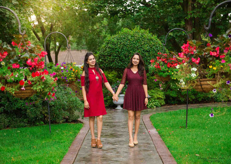 family photography poses outdoor sisters sibling love