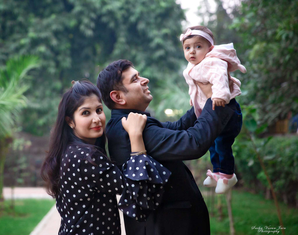 family photography poses outdoor parents love bond infant