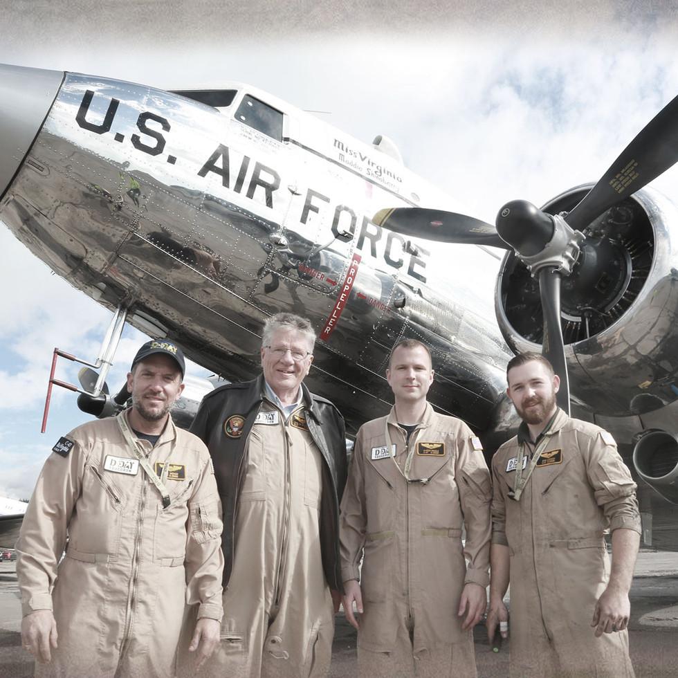 SMELLIÐ Á MYNDINA -  DC-3 flugvélar lenda á Reykjavíkurflugvelli á leið frá USA til Normandy í Frakklandi, vegna 75 ára afmælis D-day.