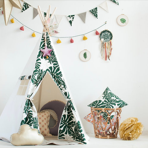 Green Meadow Teepee Set