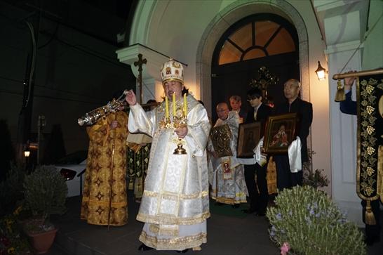 聖堂前でハリストス復活!