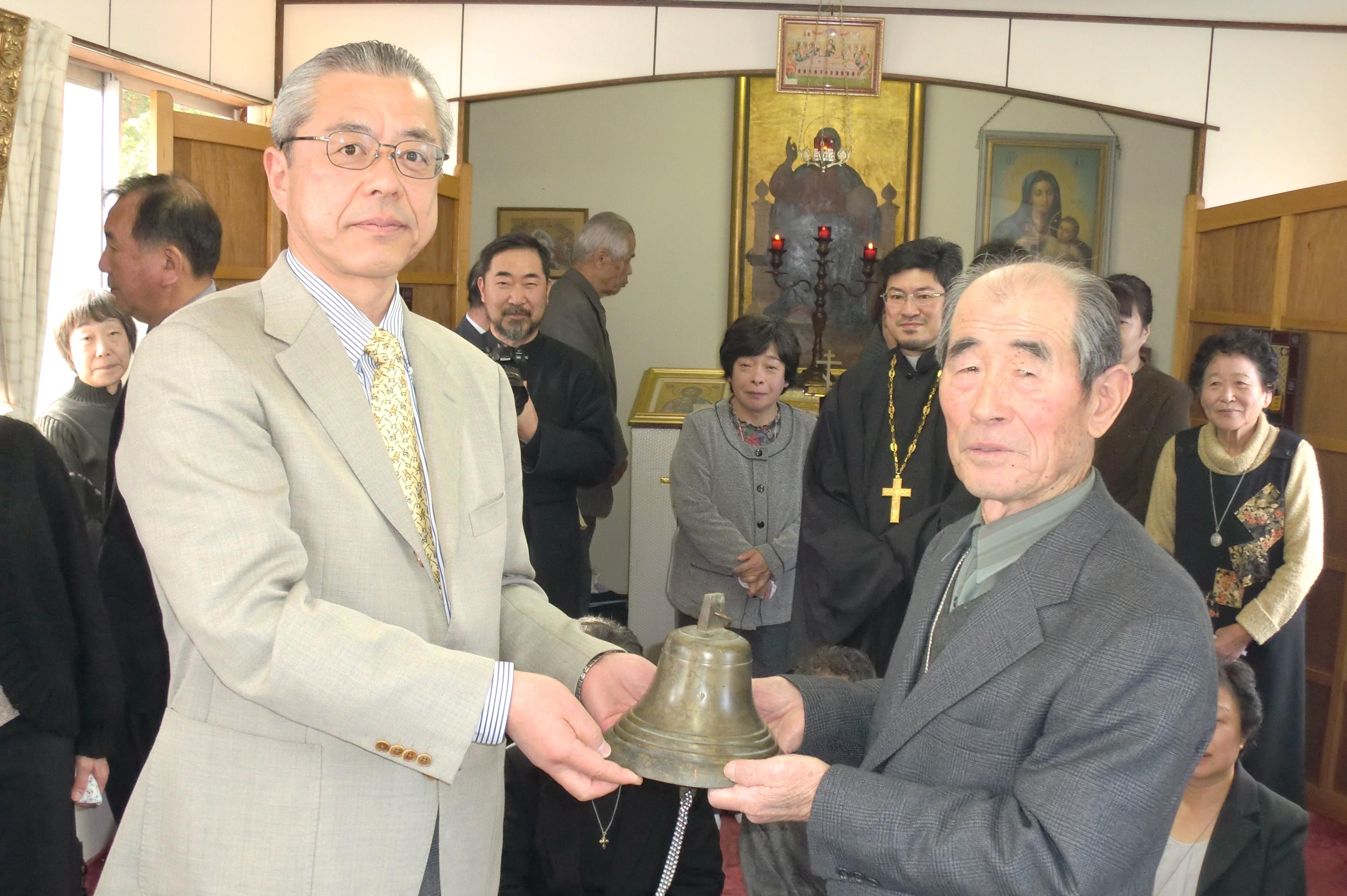 盛正教会から鐘が贈られる