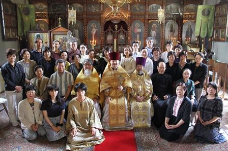 聖堂で参加者の記念撮影