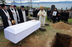 教会墓地への土葬