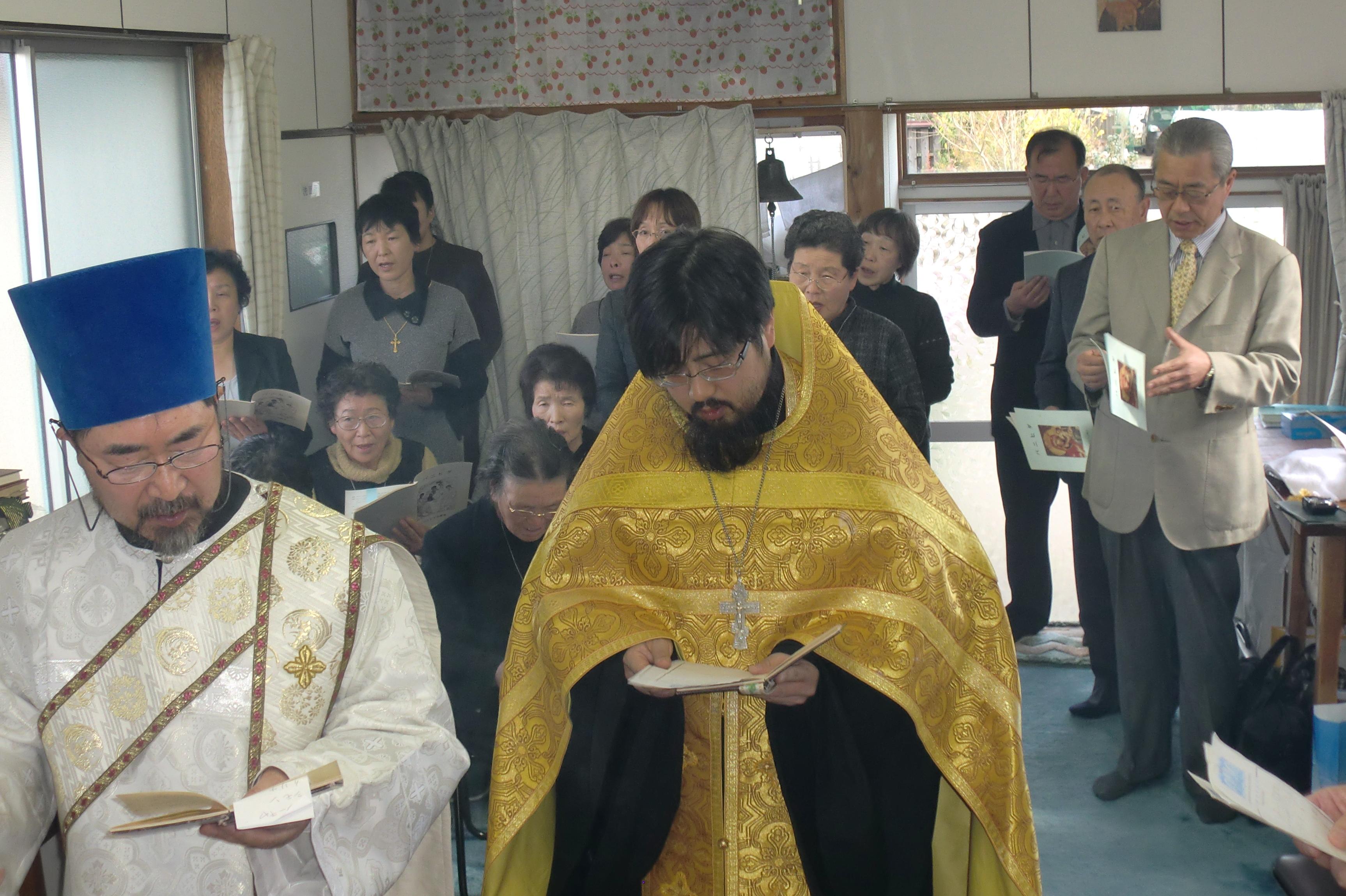 参祷者でパニヒダを献ずる