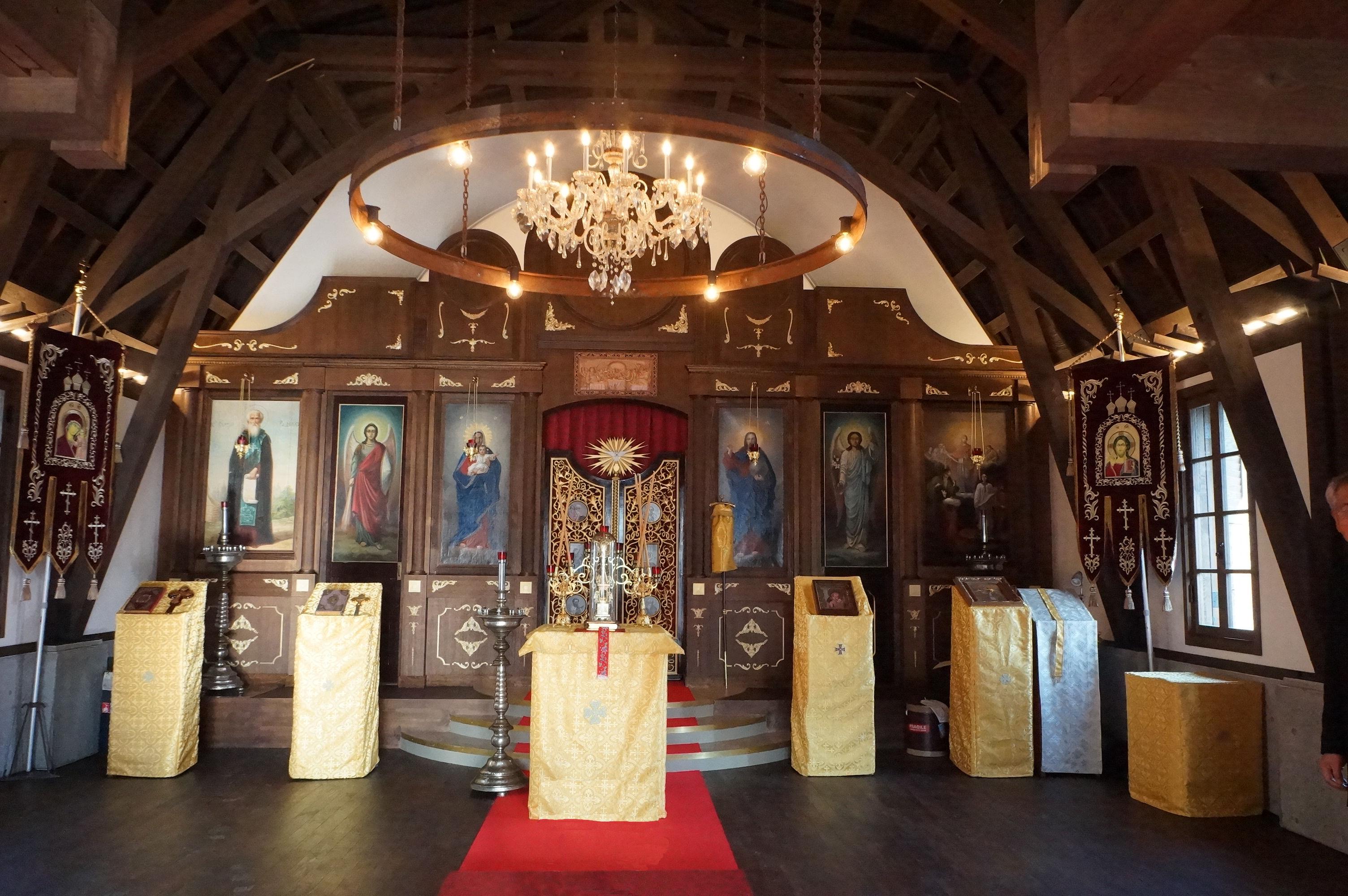 新聖堂内部