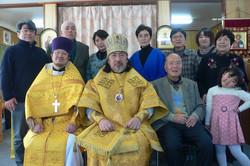山田正教会会堂にて記念撮影