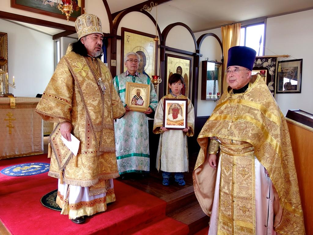 聖ニコライと生神女のイコンを贈呈