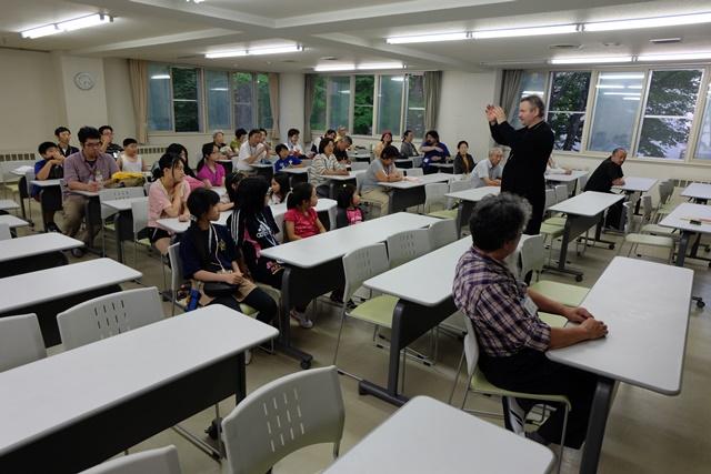 北海道 神父講話.JPG