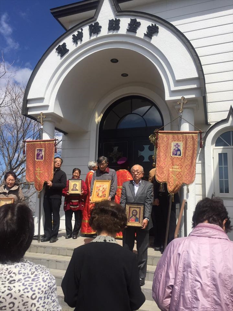 釧路正教会聖堂前
