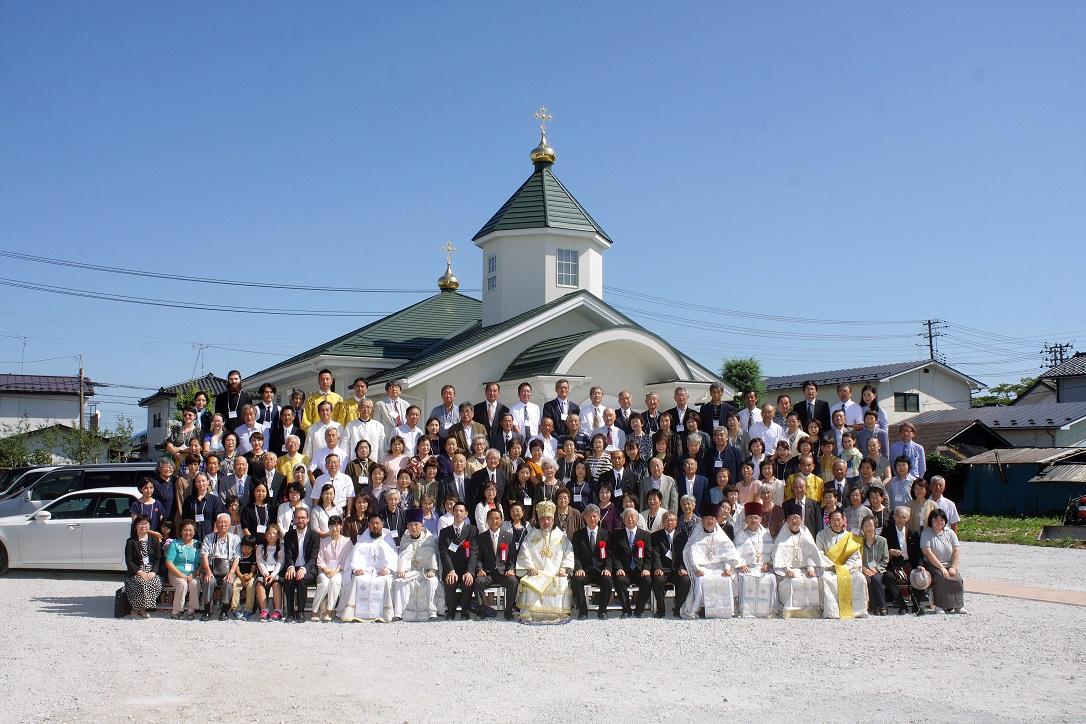 新聖堂前での記念写真