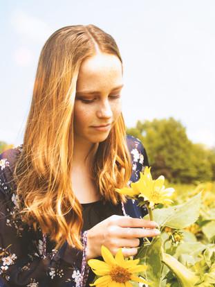 Lexi  Senior Photos Sunflower field 128b