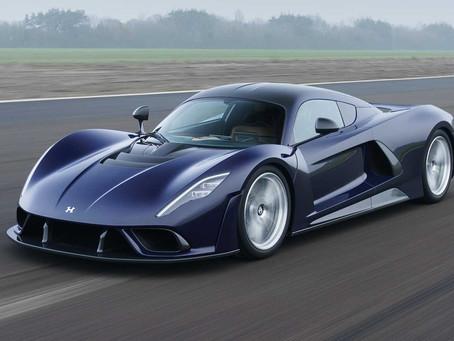 Hennessey Venom F5 sa ukázal v sériovej podobe