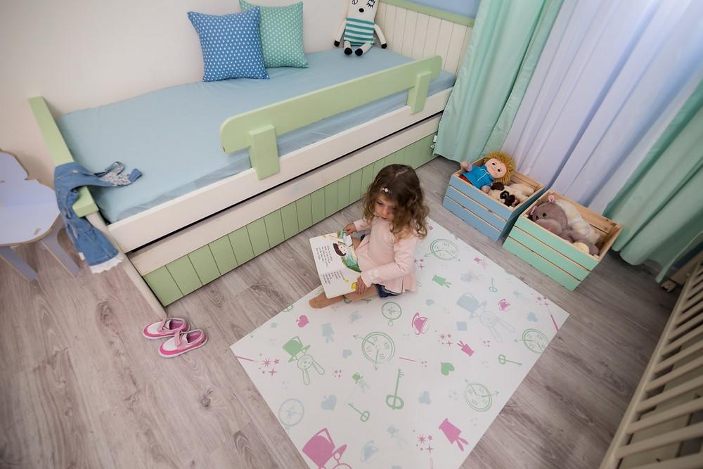 עיצוב חדר ילדים משותף בצבעי פסטל רכים