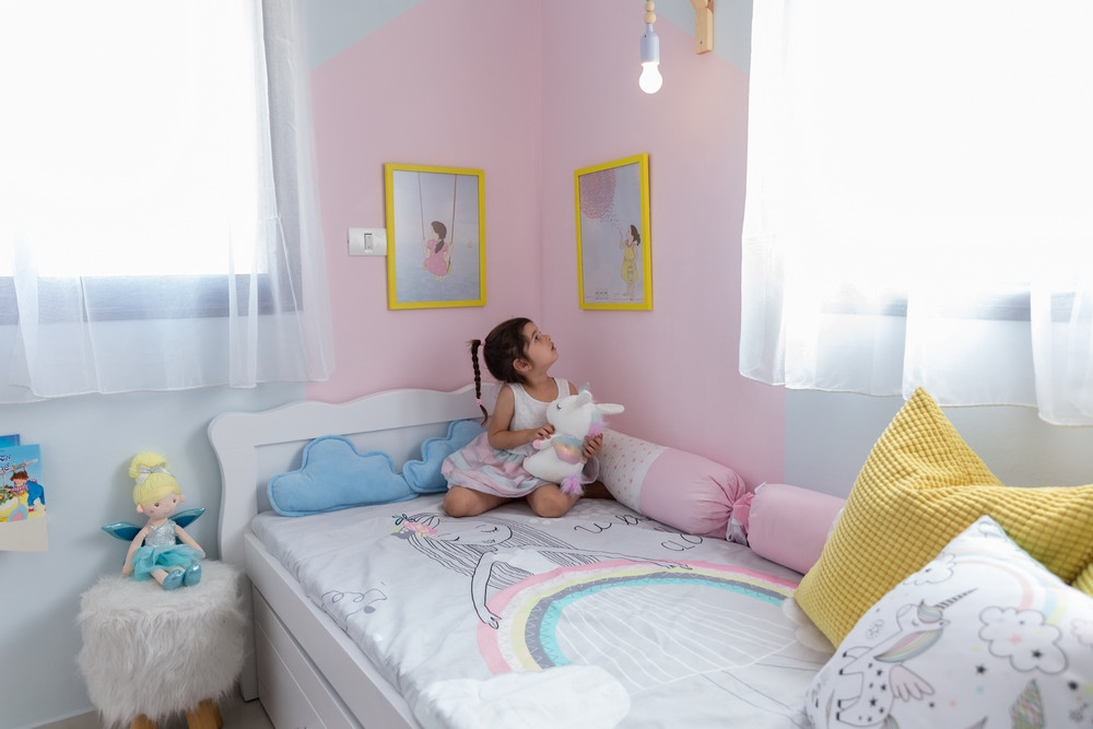 חדר מעוצב לילדה בקונספט קשת בענן