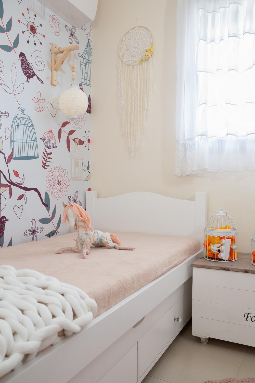חדר מעוצב לילדה בצבע קורל