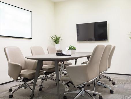 רעיונות לעיצוב המשרד עם לוח מחיק