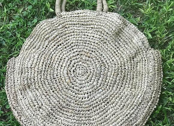 סל קש דגם אינדונזיה מונח על הדשא