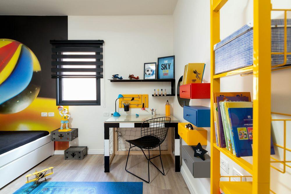 חדר ילדים מעוצב לבן בסגנון ספורטיבי