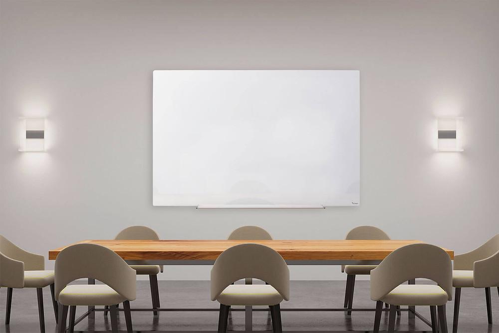 לוח זכוכית מחיק מגנטי עם התקנה נסתרת לחדר ישיבות, להדרכה, להרצאה  Bclear