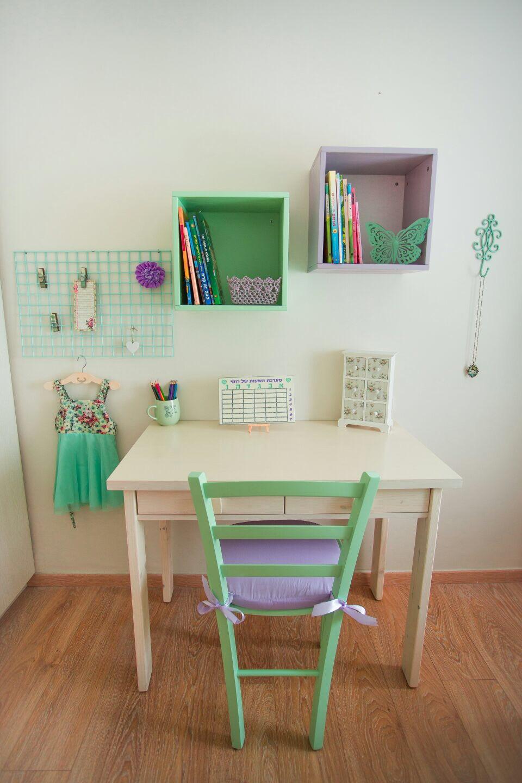 חדר מעוצב לילדה בגוון ירוק מנטה וסגול פסטל