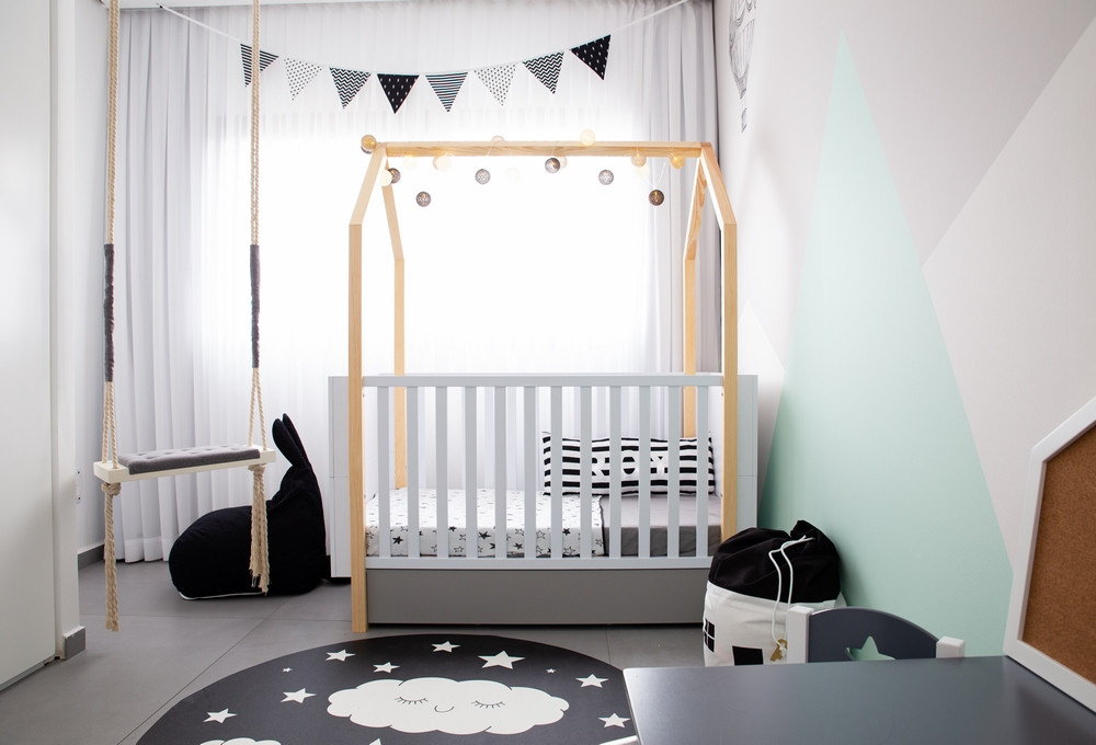 עיצוב חדר לתינוק במראה מונוכרומטי